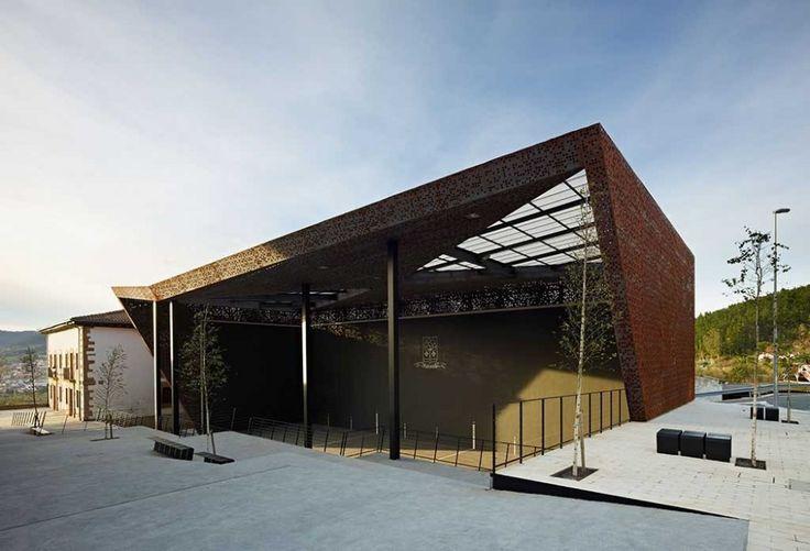 Covered Frontón in Ajangiz / Blur Arquitectura