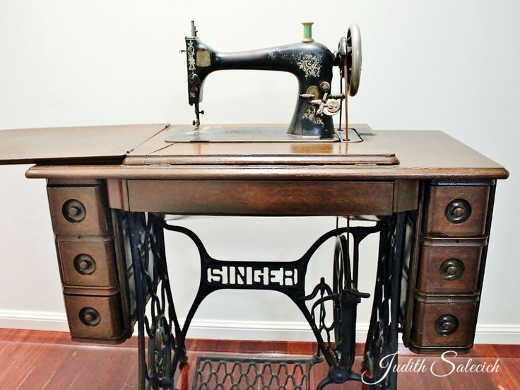 The sewing machine - Love in a little black diary