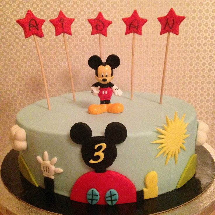 les 25 meilleures id es de la cat gorie gateau anniversaire mickey sur pinterest gateau deco. Black Bedroom Furniture Sets. Home Design Ideas
