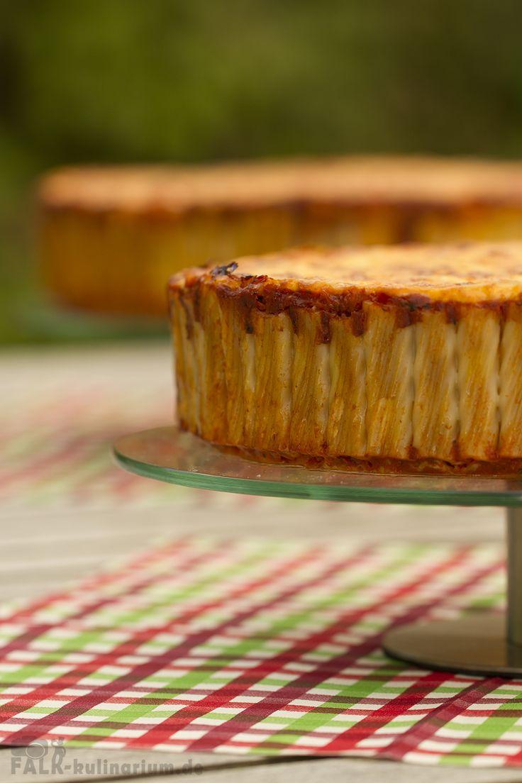 Rezept für Rigatoni-Kuchen | Durch das zugegebenmaßen etwas mühselige Stellen der einzelnen Rigatoni bekommt man einen schnittfesten Nudel-Kuchen und einen Nudelauflauf deluxe.