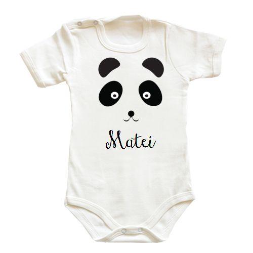 Body bebe cu un simpatic ursulet panda. Poate fi personalizat cu numele bebelusului.