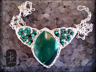 Necklace in silver thread woven with natural stones , Malachite. Collar tejido en hilo de plata con piedras naturales, Malaquitas. de Handcraftdesigner en Etsy