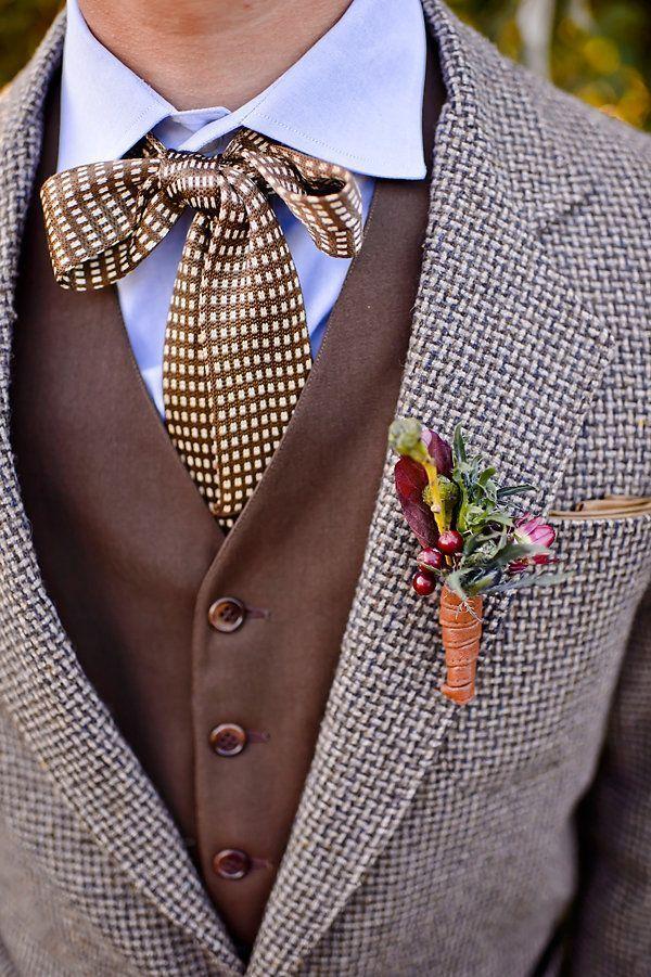 ツイードジャケットに水玉リボンタイを合わせて、全体的に茶色でまとめる♪ 秋におすすめの新郎衣装まとめ。