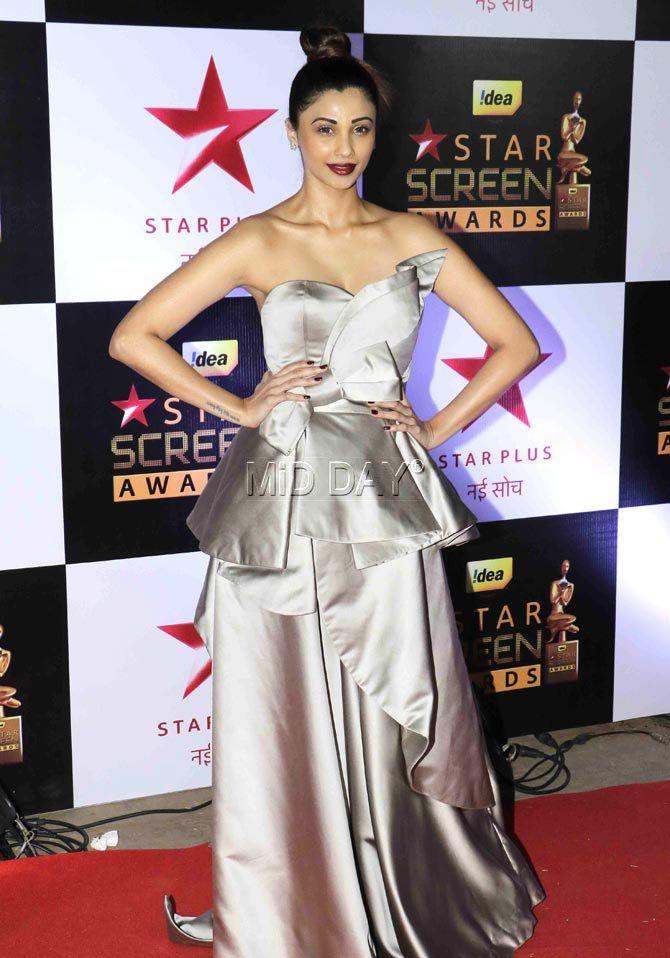 Daisy Shah at the Star Screen Awards 2016. at Mumbai airport. #Bollywood #Fashion #Style #Beauty #Hot #Sexy