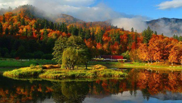 Misty Autumn Mountain Wallpapers Hd Mountain Images Autumn Wallpaper Hd Scenic Lakes