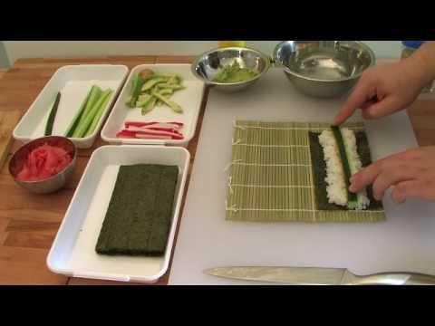 Jak zrobić sushi - maki z ogórkiem. How to make sushi -  Cucumber roll.