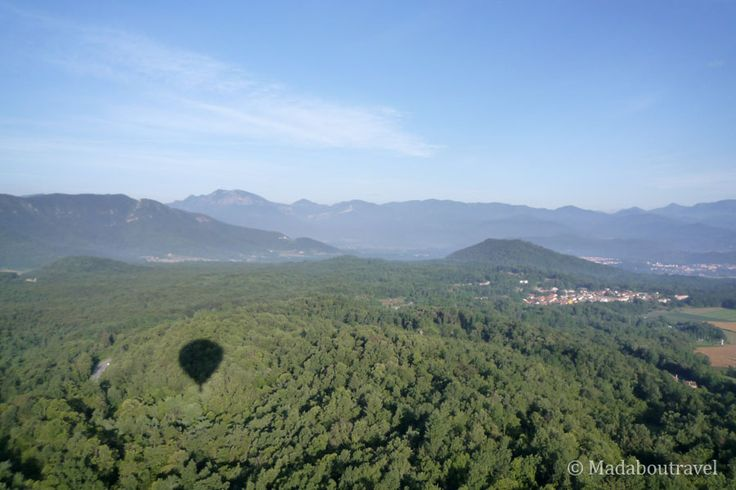Getting ready for a hot air balloon ride with Vol de Coloms  www.madaboutravel.com