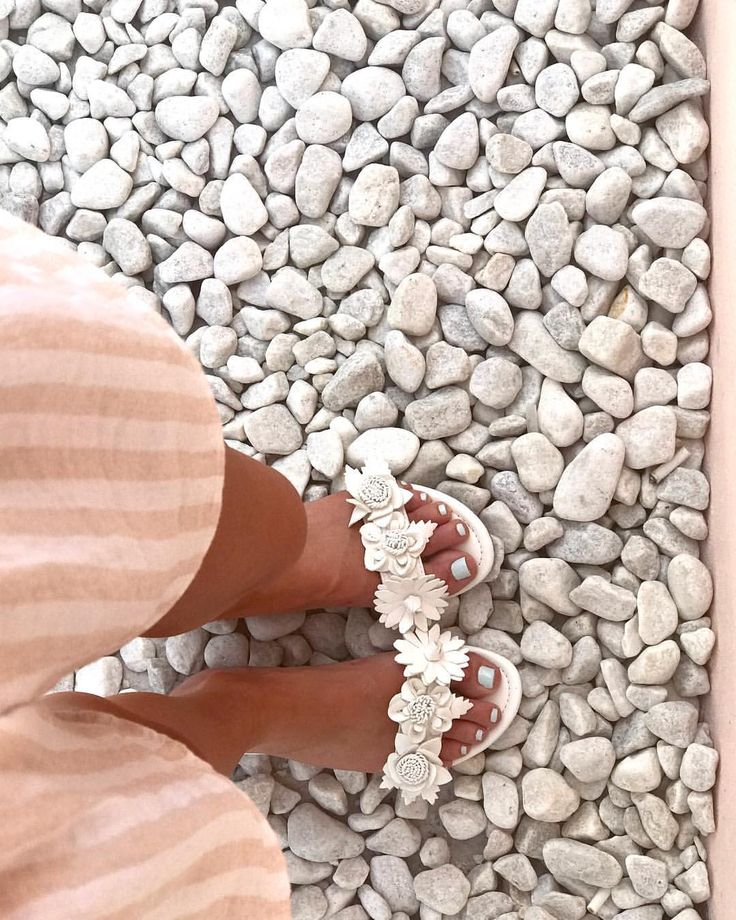 """243 Likes, 4 Comments - Jessica Rae (@jessicaraesaleh) on Instagram: """"Tuesday Shoesday 🌸🌸🌸🌸🌸🌸🌸🌸🌸 #summer17 #sandals #Pergola #Rooftop #InstaWorthy #Flowerpower #TanFeet"""""""