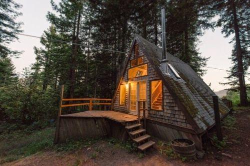 oso-de-amor:  revelation–blues:  Cozy A-Frame Cabin in the...