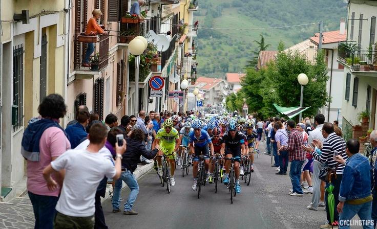 The peloton climbs through Chieti on stage 7.