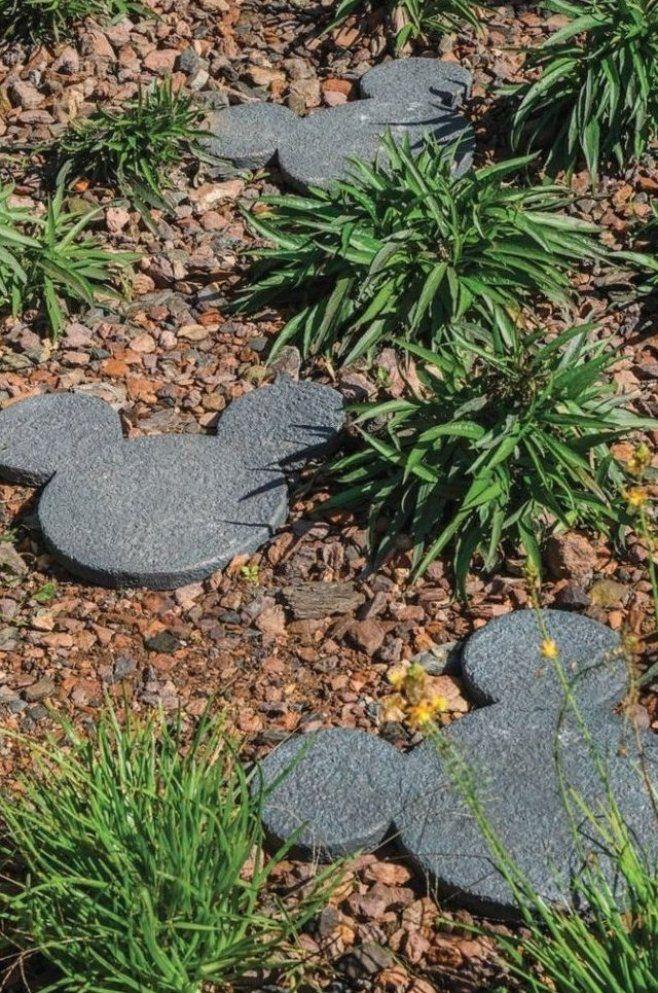 Gartenweg Gestalten Gartenwege Anlegen Steinoptik Vorgarten Weg Garagenboden Fliesen Ideen Kinder Gartenwegeideen In 2020 Garten Vorgarten Ideen Garten Landschaftsbau