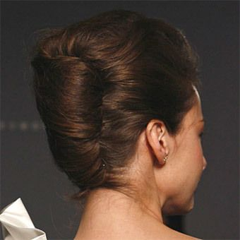 french twist hairstyles will never be out of fashion. Here is an easy way to do french twist hairstyle