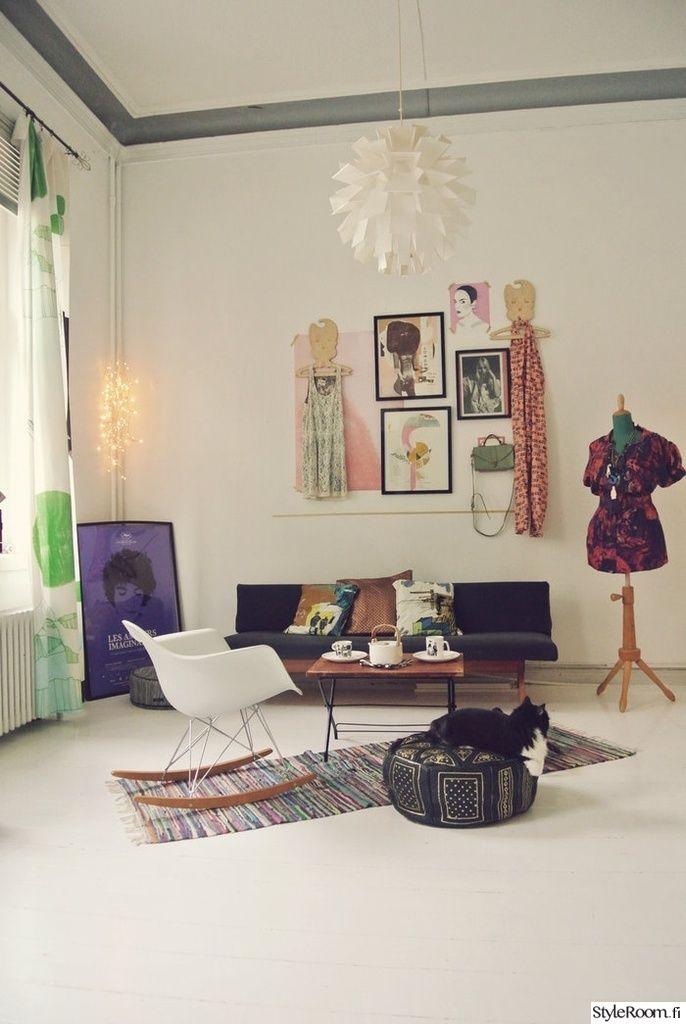 Lempivaatteiden ja -tekstiilien tarvitse hengailla kaapissa, vaan ne tuovat iloa sisustukseen. #styleroom #inspiroivakoti #colourful #livingroom #pastels Täällä asuu: Visualdiary