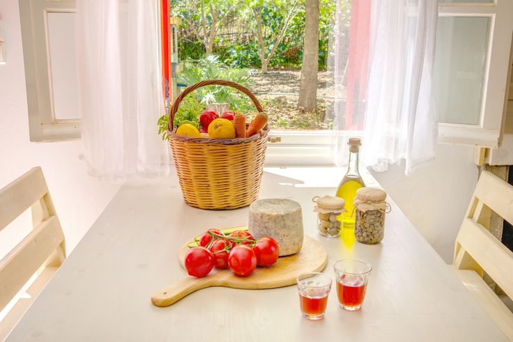 Villas for rent - Naxos island of Greece - Summer alternative holidays - simple life - organic local products -  healthy lunch - houses with private pool - tomatoes, olive oil , local cheese , fresh fruits - amazing place