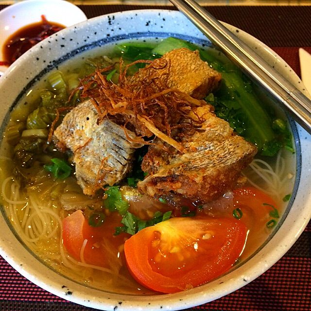 Fish Head Noodle Soup Recipe (鱼头米粉) - coasterkitchen - Dayre
