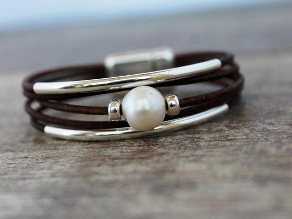 Pulsera de cuero / Solitaire plata Perla pulsera y por IseaDesigns