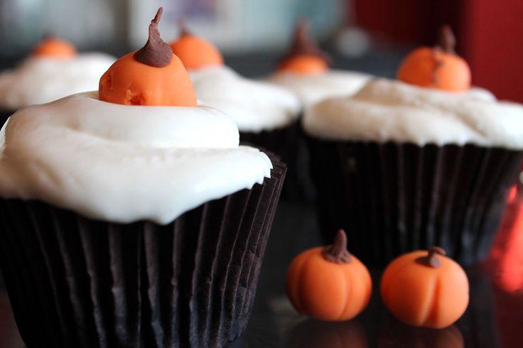Cupcakes de calabaza y crema de queso sin lactosa para Halloween