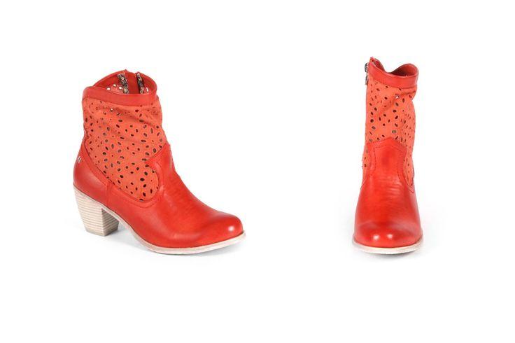 Questi stivali col tacco di Maria Mare sono perfetti per la stagione primavera-estate. Acquista ora le ultime tendenze di stivali col tacco su www.calzaveste.it
