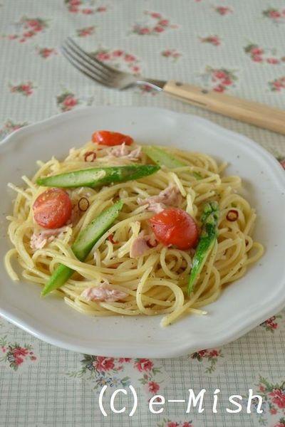 アスパラとトマト、ツナのペペロンチーノパスタ by 柴田真希さん ...