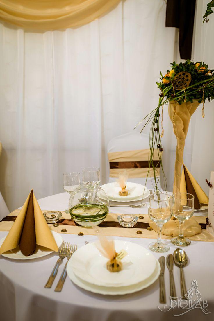 Sárga - barna - fehér asztal dekoráció, #eskuvo, #wedding, #dekor, #design,  http://www.digilab.hu