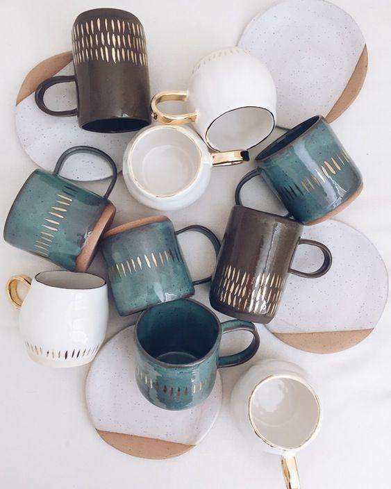 #Tazas de #cerámica que brillarán en tu #cocina con estos toques #dorados. #meajedecocina