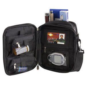 Sac médical avec poche pour bloc réfrigérant d'Austin House – La santé est primordiale, même en voyage! Ce sac pratique permet de garder les médicaments à portée de main en tout temps.