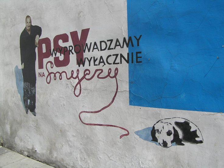 """Mural """"Psy wyprowadzamy wyłącznie na smyczy"""" - Ząbkowska 3"""