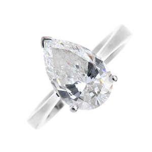 LOT:148   A diamond single-stone ring.