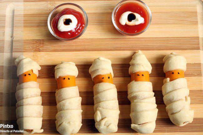 Ingredientes y modo de preparación: http://www.directoalpaladar.com/recetas-de-carnes-y-aves/receta-de-salchichas-momia-para-halloween