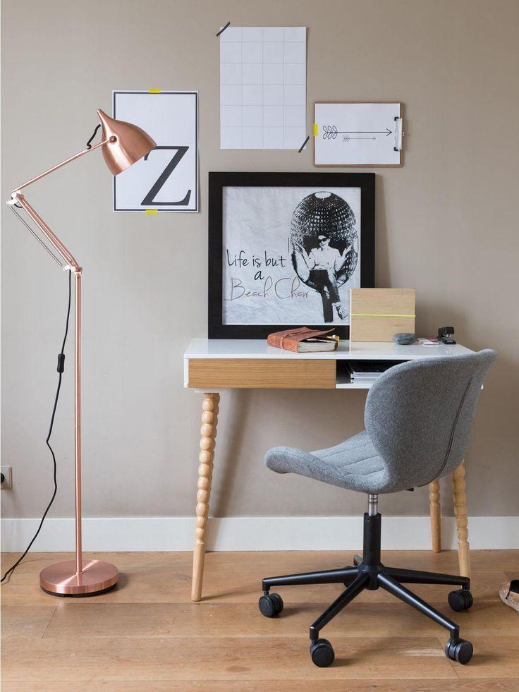 Im Lampen & Leuchten Online Shop Designort stellen wir die äußerst praktische Stehleuchte Reader Floor von Hersteller Zuiver vor.