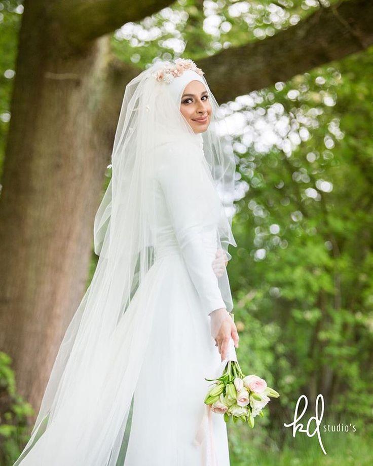 The bride 👰🏼 #smile #bride #wedding #colorful #instacool #look #bestoftheday #style #picoftheday #instagood #amazing #followme #kubraduruer #kdstudios #canon6d #follow #life #igers #iphonesia #arabwedding #arab #hijab #hijabstyle #hijabers #groom #muslimwedding #muslimah #muslimbride #groom #mensfashion