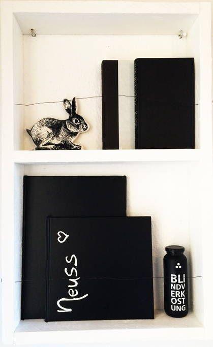 Osterdekoration im Black & White Apartment Neuss