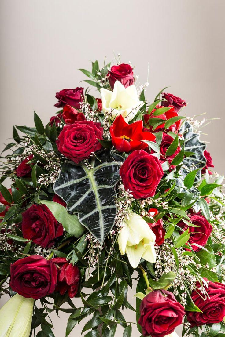Rote Rosen sind ein Zeichen der Liebe und der Leidenschaft. Blumen Bair aus Imst…