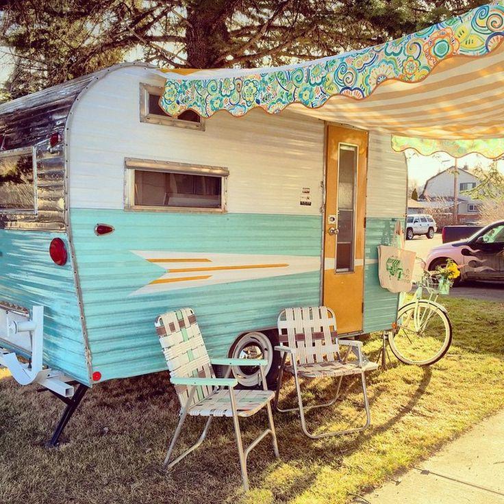 17 Vintage Camper Trailers Interior Makeover https://www.vanchitecture.com/2017/11/23/17-vintage-camper-trailers-interior-makeover/