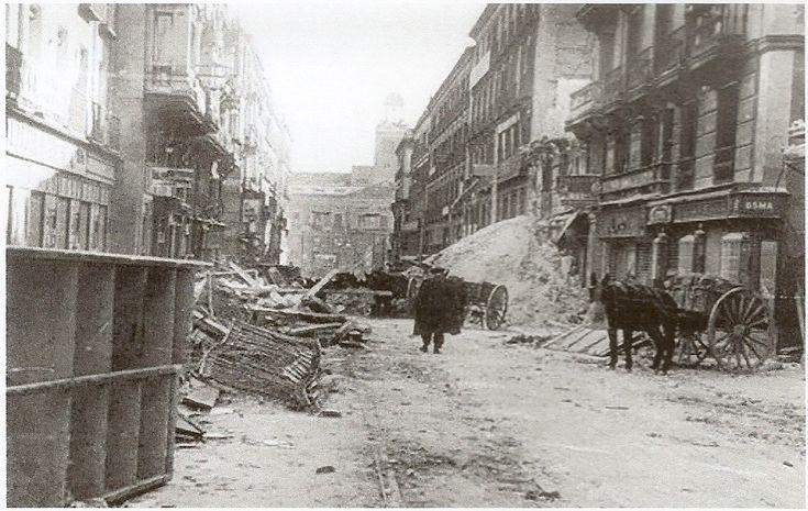 La Batalla por Madrid -Nov.1936 -Jul.1937 | Mundo Historia Aspecto de la Puerta del Sol tras los bombardeos