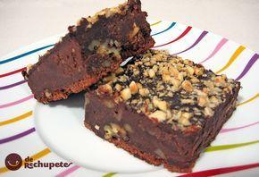 Una receta clásica del brownie con nueces, pero con un toque original del café y avellanas. Preparación paso a paso, trucos y fotografía .