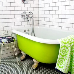 lime green bathtub - would love this in my upstairs bathroom.