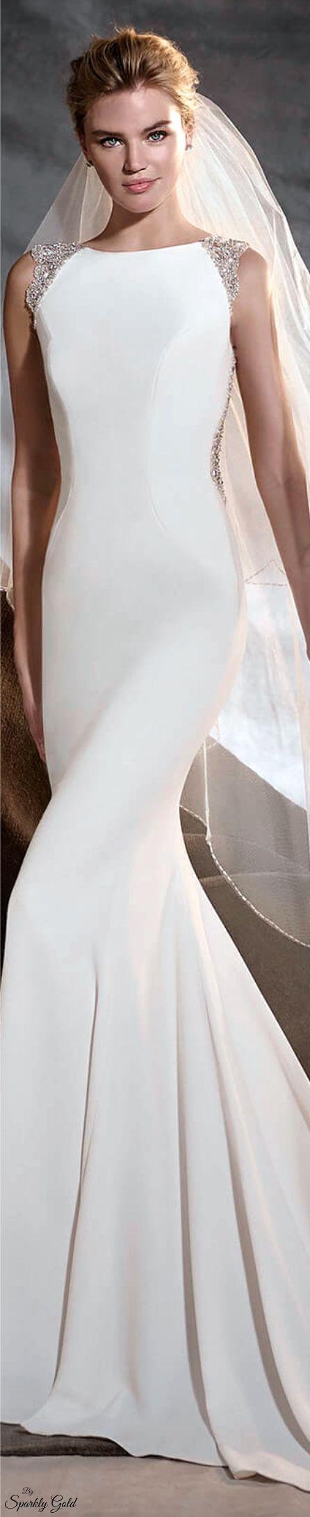 Simply sleek and elegant wedding gown. Pronovias 2017 Bride