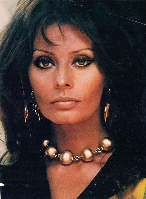 Sophia Loren looking bronzed. Use my Film Star Bronze and Glow to sculpt & highlight your features.