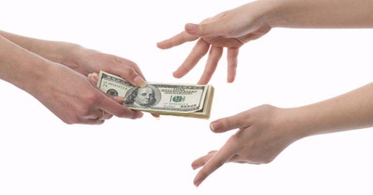 Salarios del ejército. Una de las principales razones para considerar una carrera en el ejército, es el hecho de que contarás con una fuente de ingresos segura y estable. El salario que recibas en el ejército depende de factores tales como tu rango y tu experiencia. El Ejército de los Estados Unidos aporta compensaciones adicionales como bonos y dinero para viáticos y ...