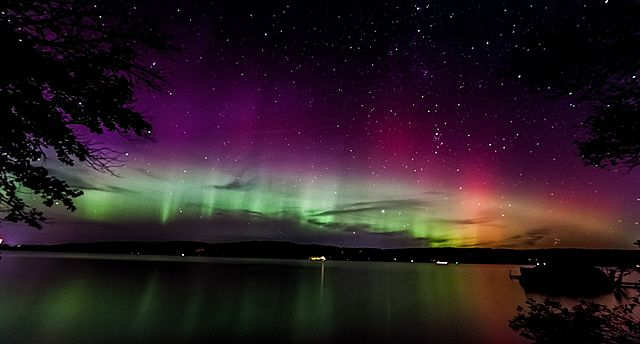 Timelapse: Meteor Shower Encounters Rare Northern Lights Display - AccuWeather.com