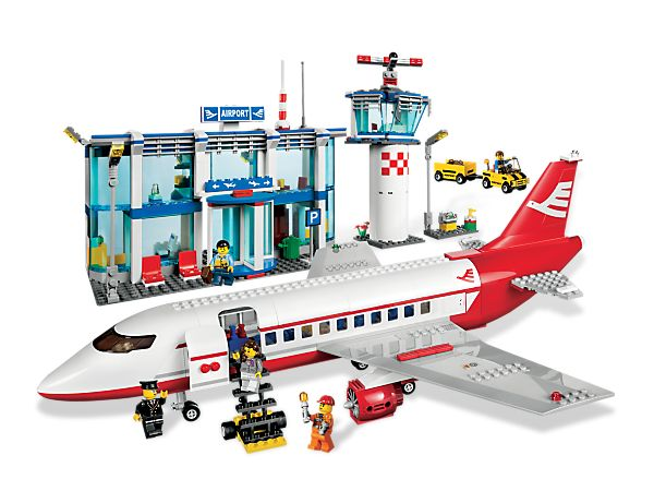 Everyone's on the go at the big LEGO® City Airport! lovely....want it now!