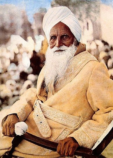 They say Perfect Masters have 3 vertical lines on their foreheads. Sawan Singh, Kirpal Singh's Master.