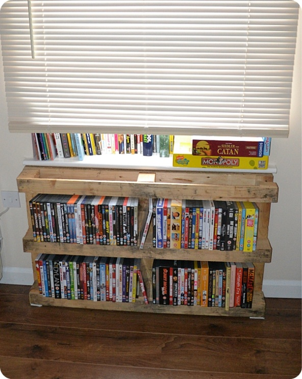 DIY book stand from pallets.