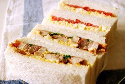 照り焼きチキンたまごサンドイッチ。 ふ、ふつーのサンドイッチです。 照り焼きチキンは、しょうゆ、みりん、お酒を1:1:1で ジュ...