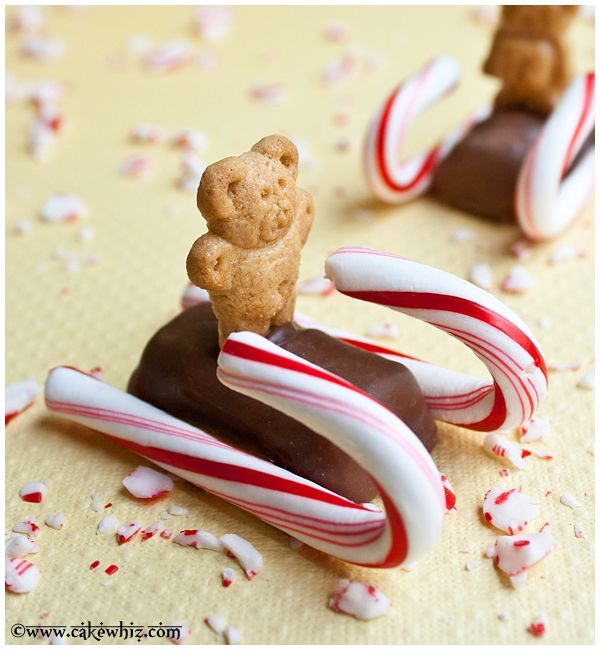 Candy cane sleds carrying little teddy biscuits! Too darn cute! #christmas From cakewhiz.com