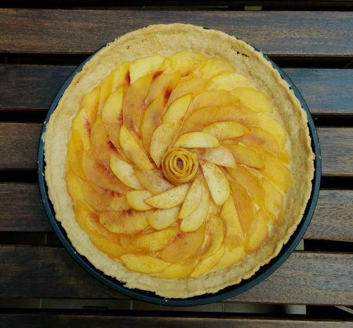 Tarta de crema y melocotón para #Mycook http://www.mycook.es/receta/tarta-de-crema-y-melocoton/
