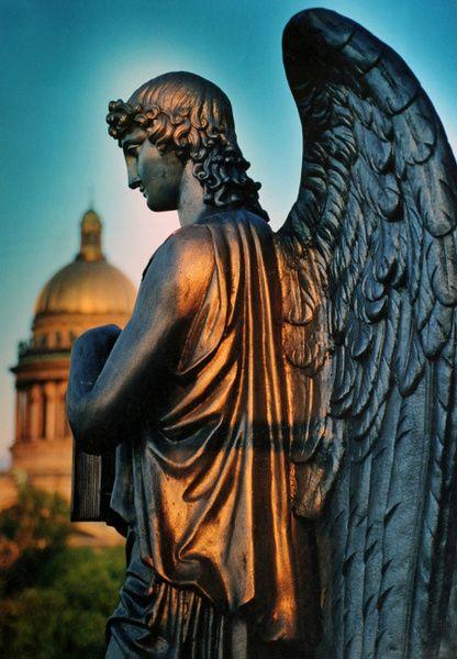 St. Petersburg, a city of sculptures
