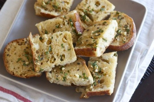 Double-garlic herb garlic bread! Can never get enough garlic, right?!Olive Oil, Garlicbread, Breads Recipe, Double Garling Herbs, Garlic Breads, Double Garlic, Herbs Garlic, Garlic Herbs, Herbs Breads