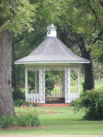 "Wister Gardens – Belzoni, Mississippi | Mississippi Tourism ""I got Married here"""